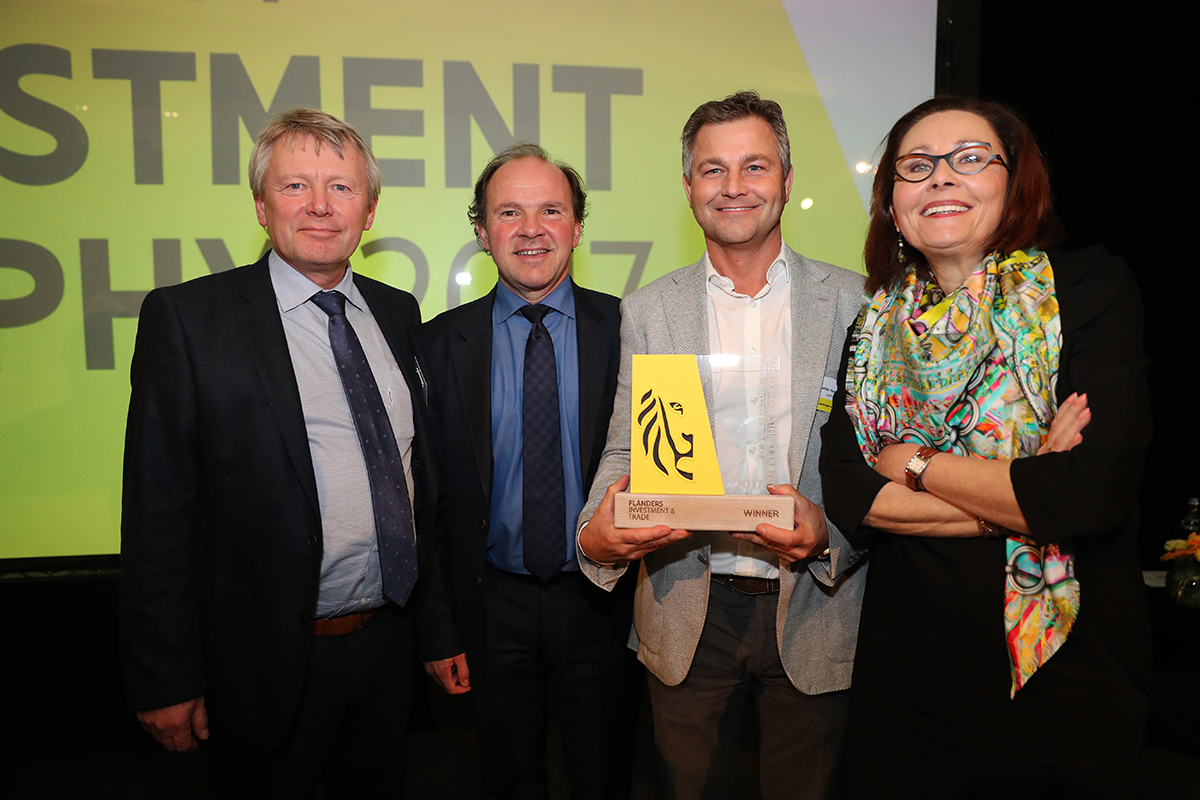 From left to right: Stéphane Vandendael (General Manager Sanofi Genzyme Belux), Philippe Muyters (Flemish Minister for Work, Economy, Innovation and Sport), Gunther Pauwels (General Manager Sanofi Geel) and Claire Tillekaerts (CEO Flanders Investment & Trade).