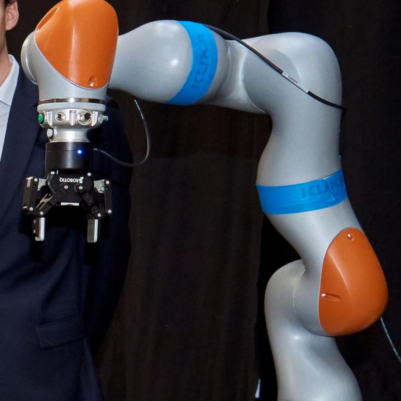 A cobot named Kuka laid the first stone of this new facility.