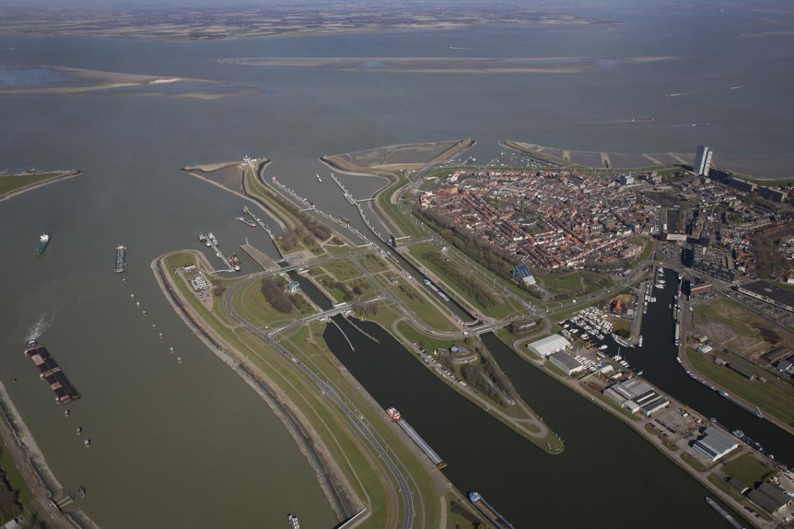 The new sea lock between Terneuzen and the Port of Ghent totals an investment of EUR 850 million.